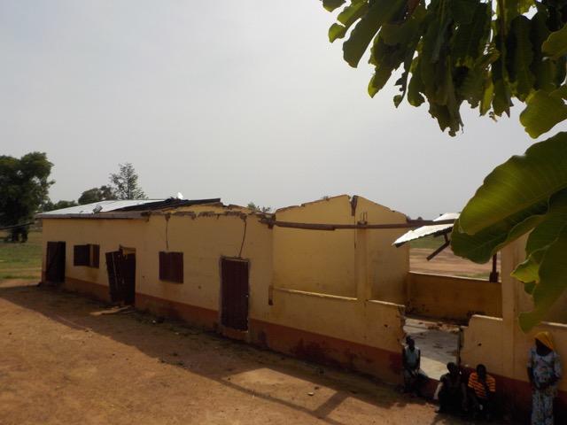 Sturm beschädigt die Primary School